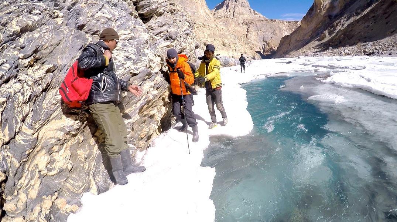 TheSassyPilgrim_TravelBlog_Blogger_India_TheChadarTrek_Kashmir_Leh_Landscape_FrozenRiverTrek_Trekking